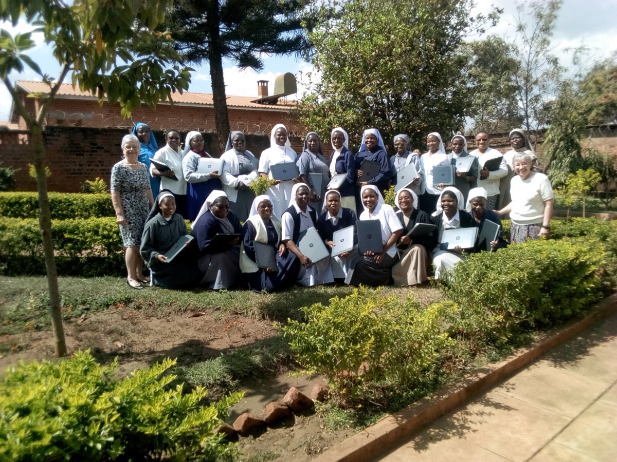 Group photo of the SLDI Administration Track II participants, Malawi (August, 2017).