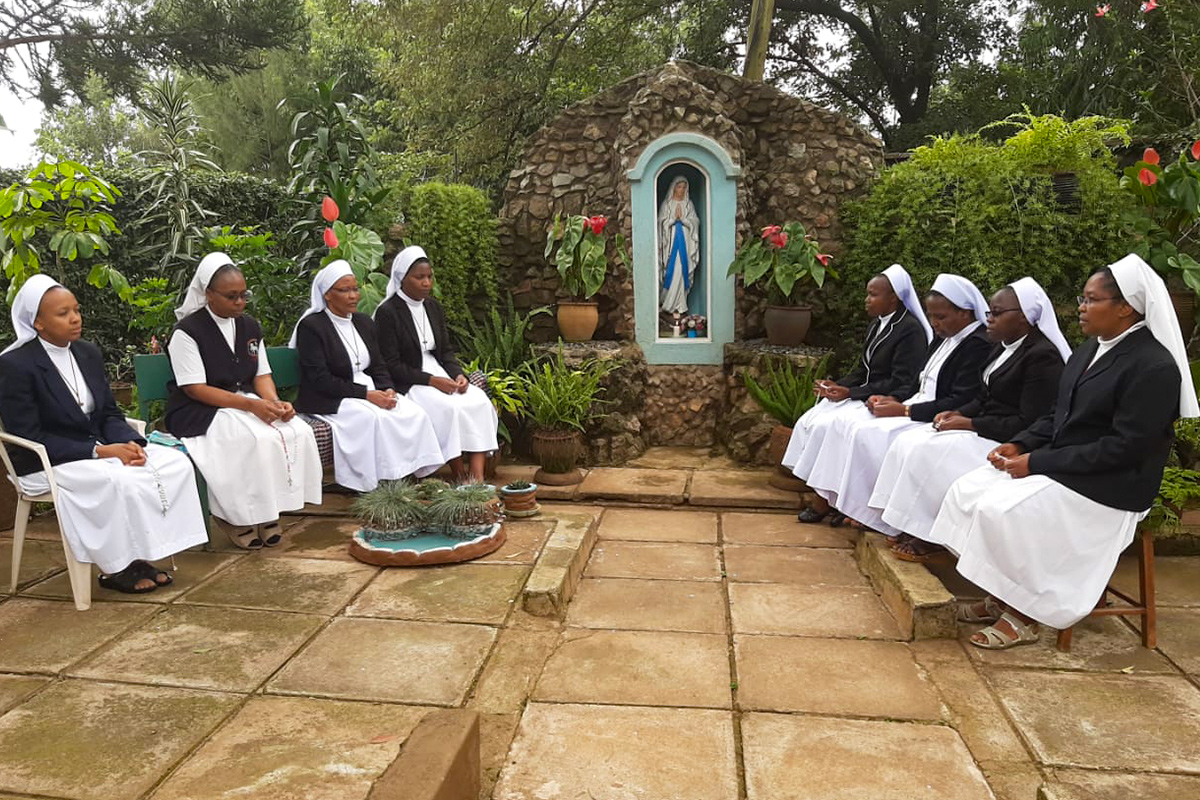 Sisters from ASEC's Higher Education for Sisters in Africa (HESA) program in Kenya, pray together.