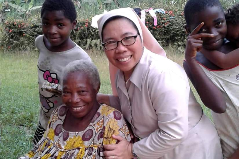 Sr. Marivela Condez, an SLDI alumna in Cameroon, is always looking for ways to care for her community. In the thick of socio-political crisis, she was able to assist internally displaced persons in Kribi by distributing food and other urgent necessities.
