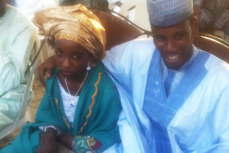 A few months ago, a post went viral on Facebook in which a man congratulated his cousin on his marriage to a very young girl. The message caused a lot of controversial issues. The girl (pictured above with her husband) had no say in the issue and had to accept her parents' decision.
