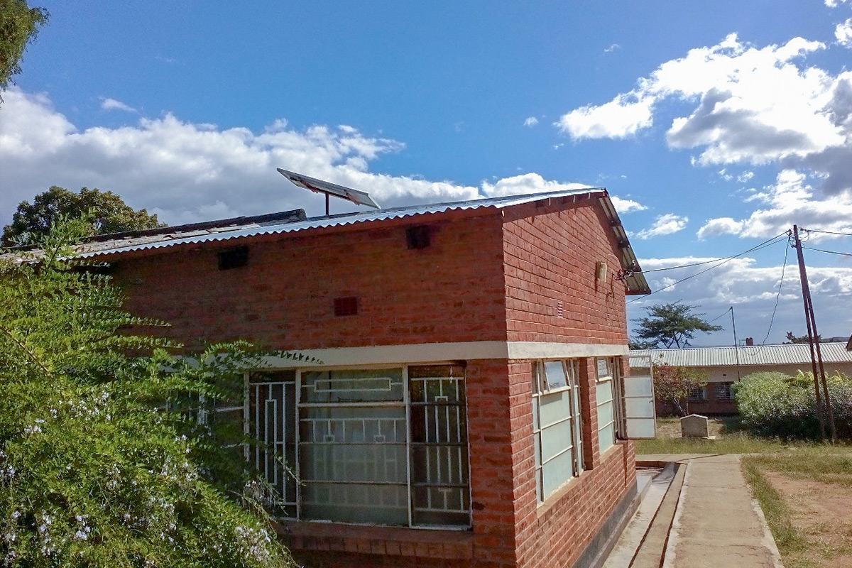 Buildings at the Kasina Health Centre with solar panels on the roofs.