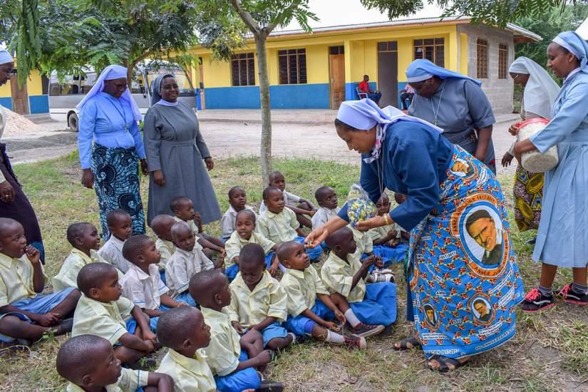 SLDI participants  of Administration Track visit school children in Fukayosi Villiage in Tanzania.