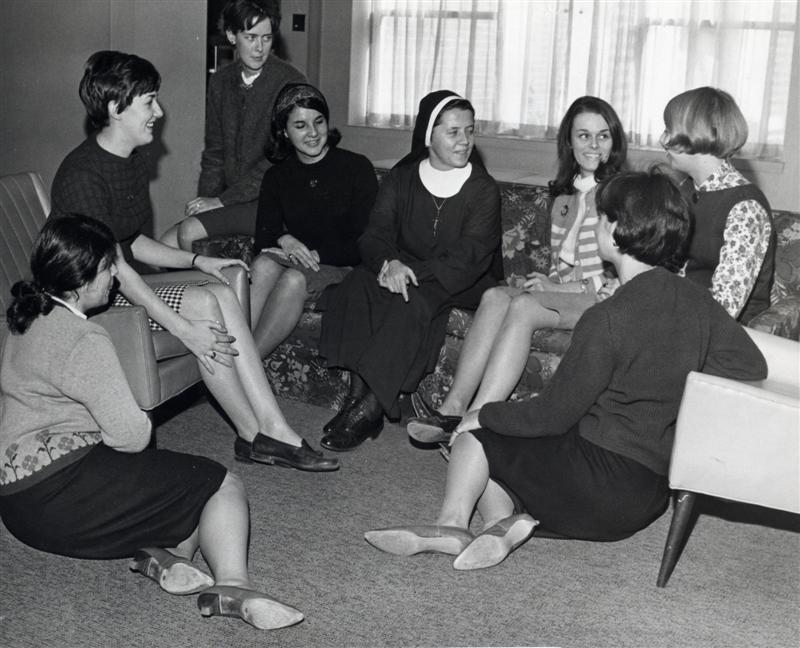 An IHM nun spends time with Marywood students